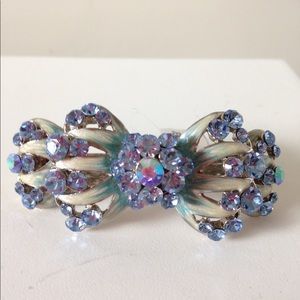Pinky Jewelry hair clip